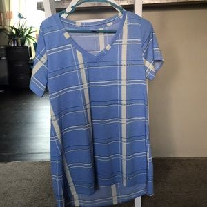 Medium lularoe perfect t